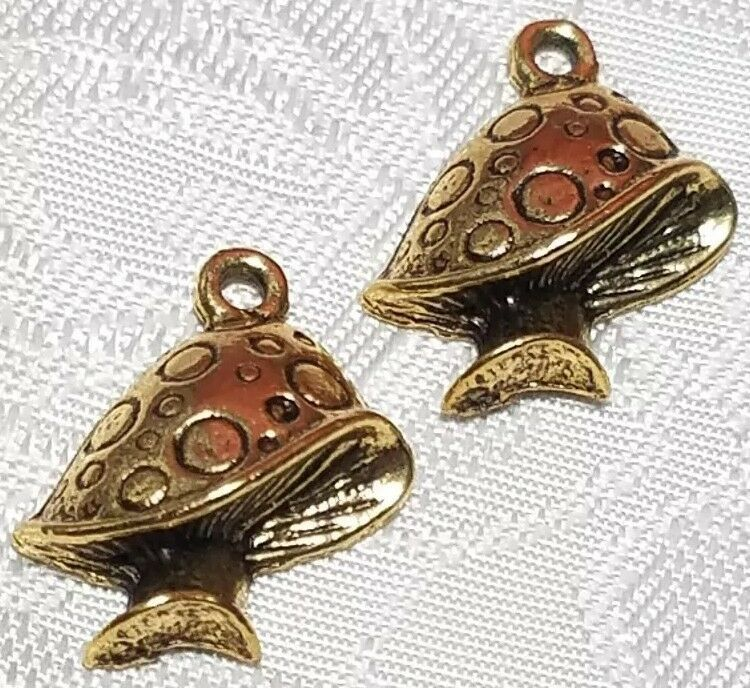 MUSHROOM FINE PEWTER PENDANT CHARM - ANTIQUE GOLD FINISH