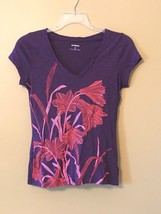 Express Women's Purple & Neon Pink Floral Print V-Neck T-Shirt Sz Medium - $12.19