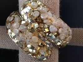 Outstanding Clamper Bracelet Gold-tone Flakes in Clear Lucite With Shells - $222.75