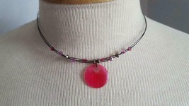 "PRETTY 15"" CUSTOM DESIGNED PINK FUSHIA DISC BLACK WIRE CHOKER NECKLACE, ... - $4.94"
