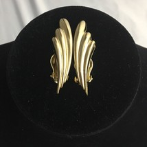 Vintage Gold Tone Wing Feather Clip On Earrings Funky Bold 80s Statement - $12.82