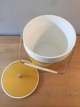 Vintage 70s ice bucket by West Bend (atomic gold/white thermal) image 4