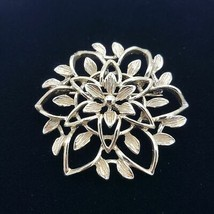 Sarah Coventry Peta Lure Gold Filigree Flower Brooch Pin - $17.82