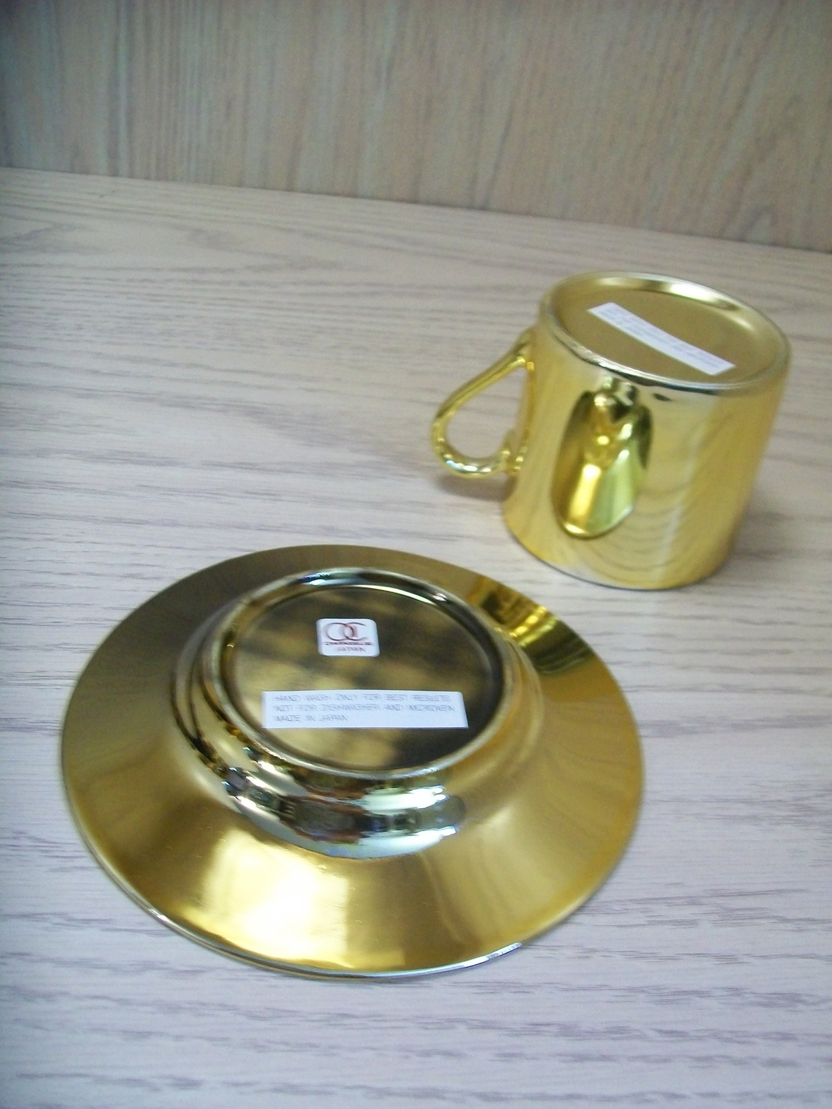 Ceramic Qty 8 Cups & Saucers With Plastic Tray Gold Color Omnibus Mfg Japan