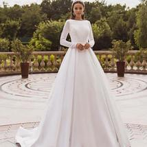 Elegant Solid Long Sleeve Satin Long Sleeve Lace Winter Wedding Gown image 2