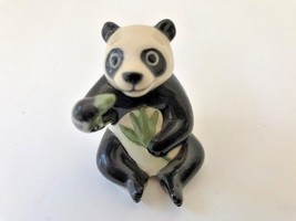 Hagen-Renaker Miniature statue Papa Panda eating bamboo figurine, Preown... - $6.35