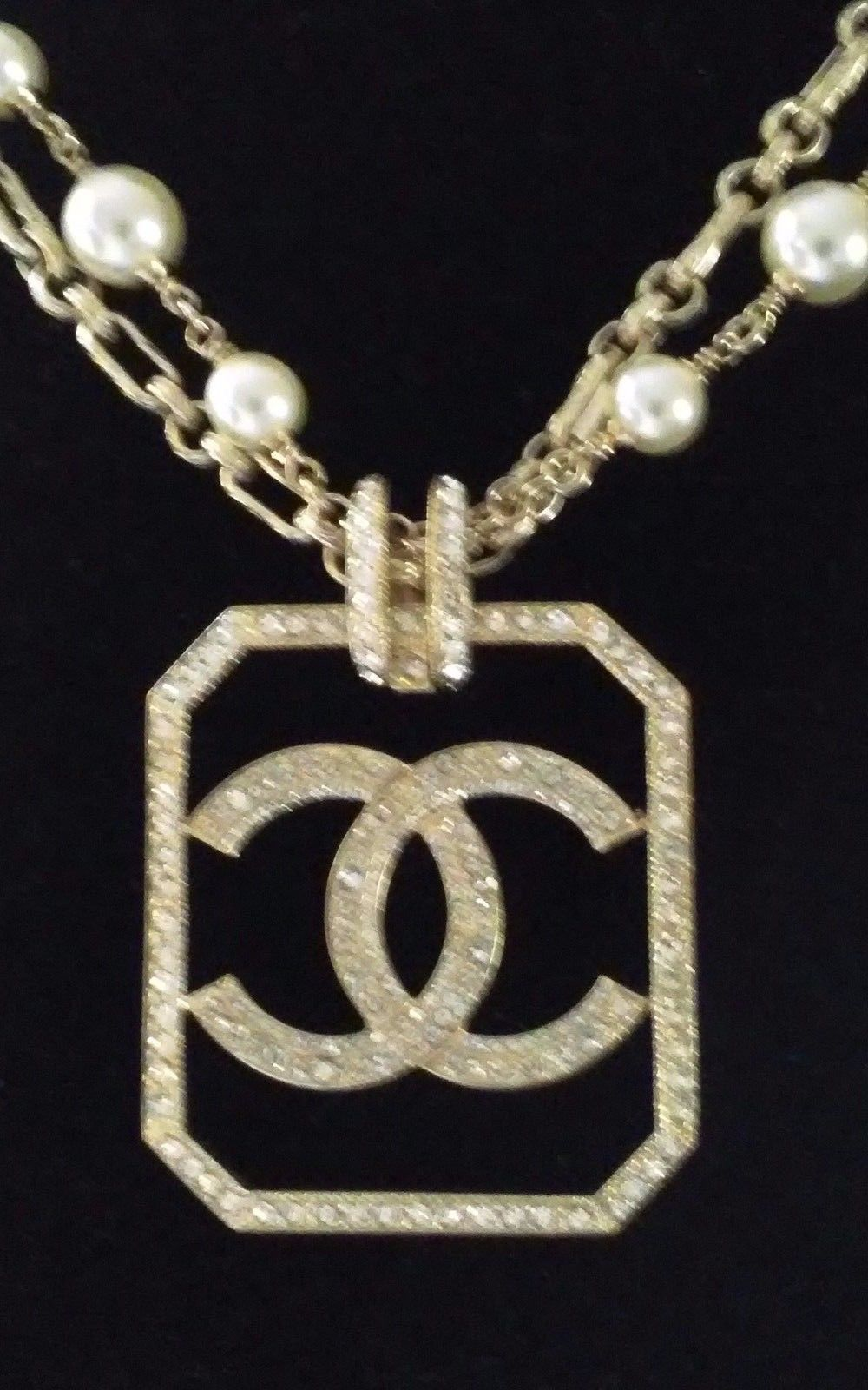 Authentic Chanel Pearl Necklace With Cc Ville Du Muy
