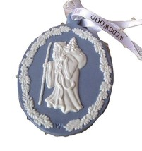WEDGWOOD OLD WORLD STYLE SANTA CAMEO ORNAMENT NEW IN BOX - $68.30