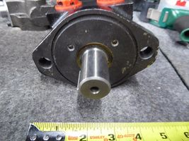 White Hydraulic Motor 145025XX1b1AAAAA image 3