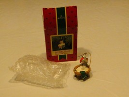 RARE ornament Hallmark Christmas Squeaky Clean Mouse bath tub handcrafte... - $12.82