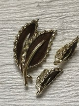 Estate Sarah Cov Marked Demi Faux Brown Wood Double Leaf Pin Brooch & Ma... - $10.39