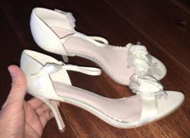 Melissa Sweet Bridal Ivory Peep Toe Pump 3D Floral Size 8 8.5 9 9.5 10 1... - $22.50