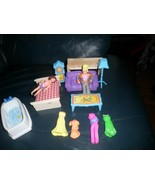 Polly Pocket Set with 2 Dolls  7 Pieces of Furniture 9 clothes - $11.66