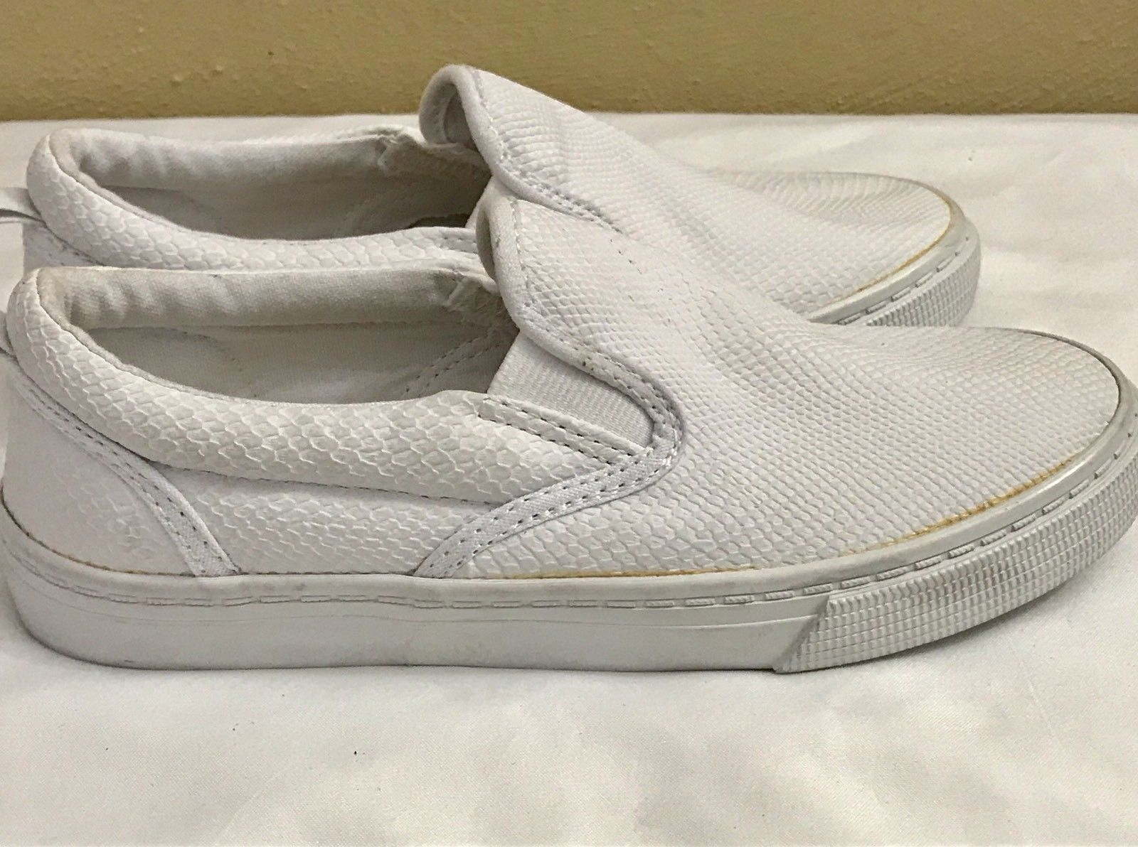 New GAP Snake Pattern Slip-On White Casual Shoes Youth Size 1 M