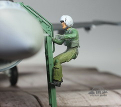 USAF Fighter Pilot Climbing into airplane 1:32 Pro Built Model #1 - $39.58