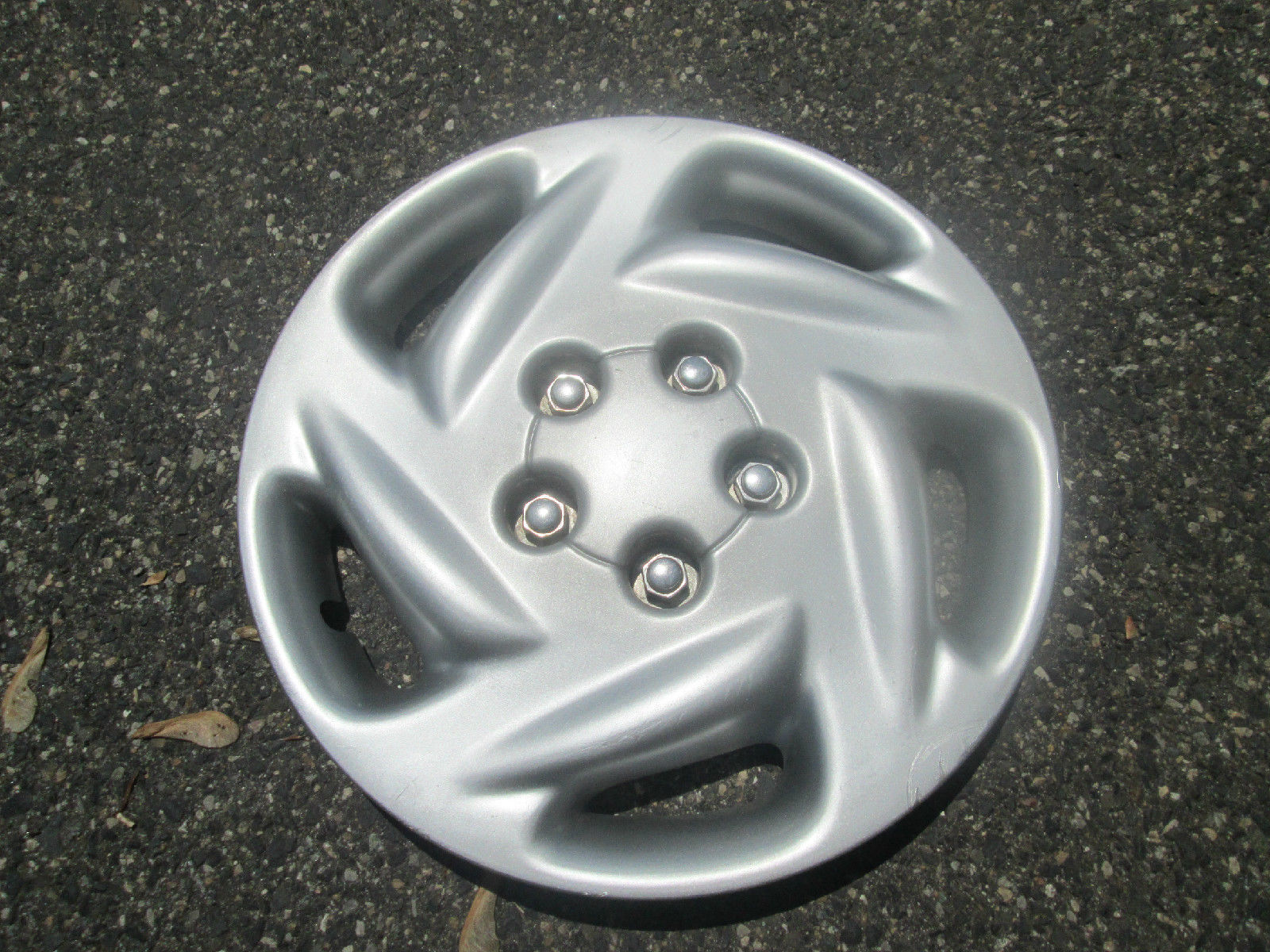 Primary image for One factory 1996 to 2000 Dodge Grand Caravan 15 inch hubcap wheel cover