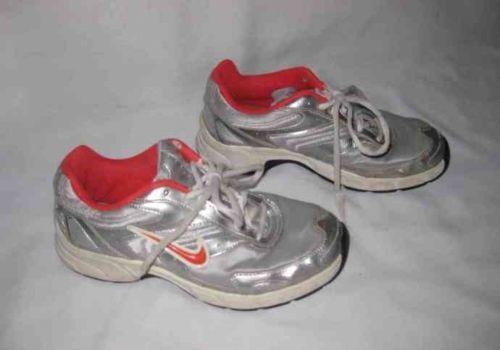 Girls NIKE Pillartech Shoes Size 5 Youth