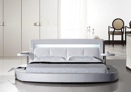 American Eagle B-D029-CK Modern White California King Platform Bed - $1,224.45