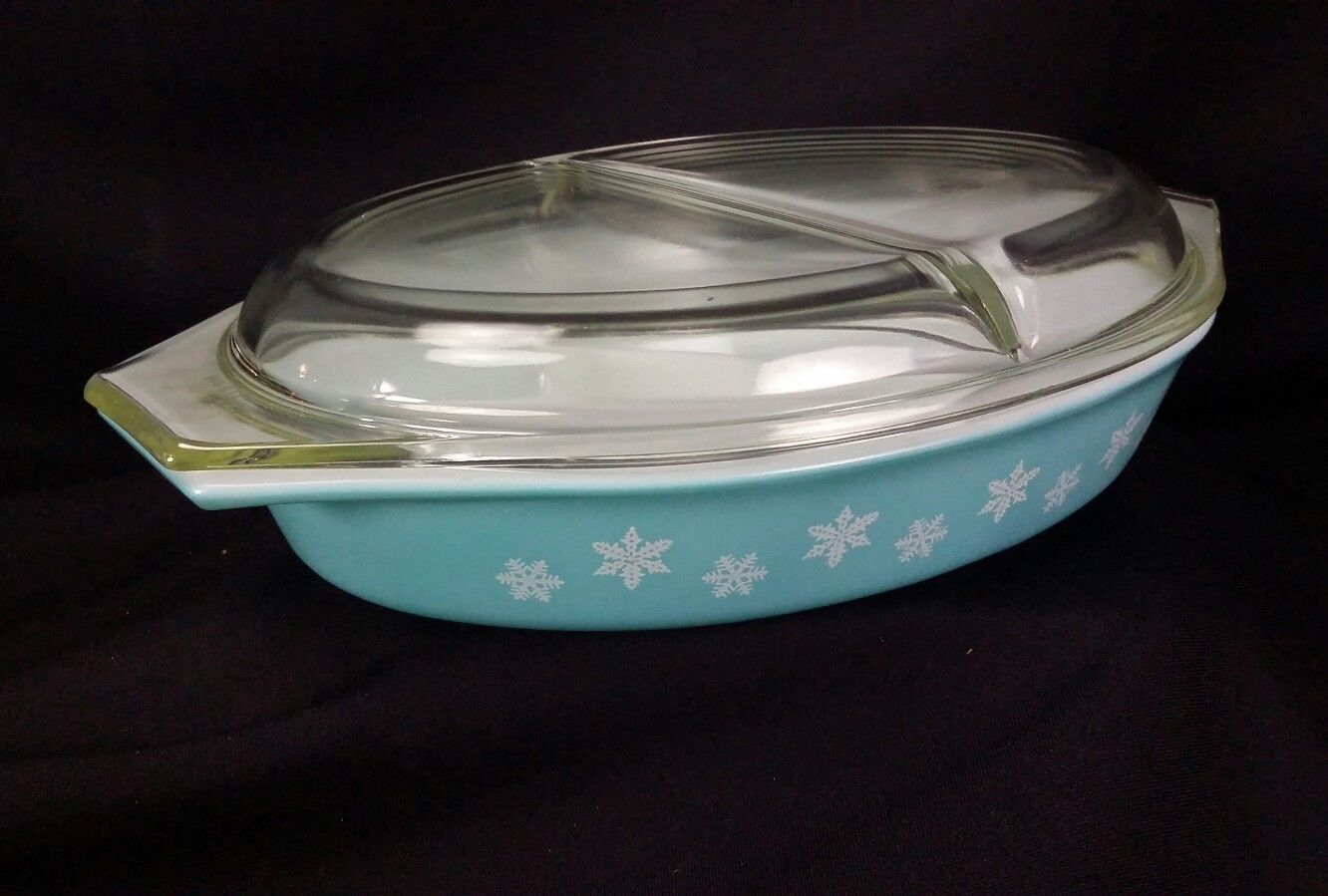 Vintage Pyrex Covered Divided Casserole Dish Turquoise Snowflake 1.5 Qt  USA image 6