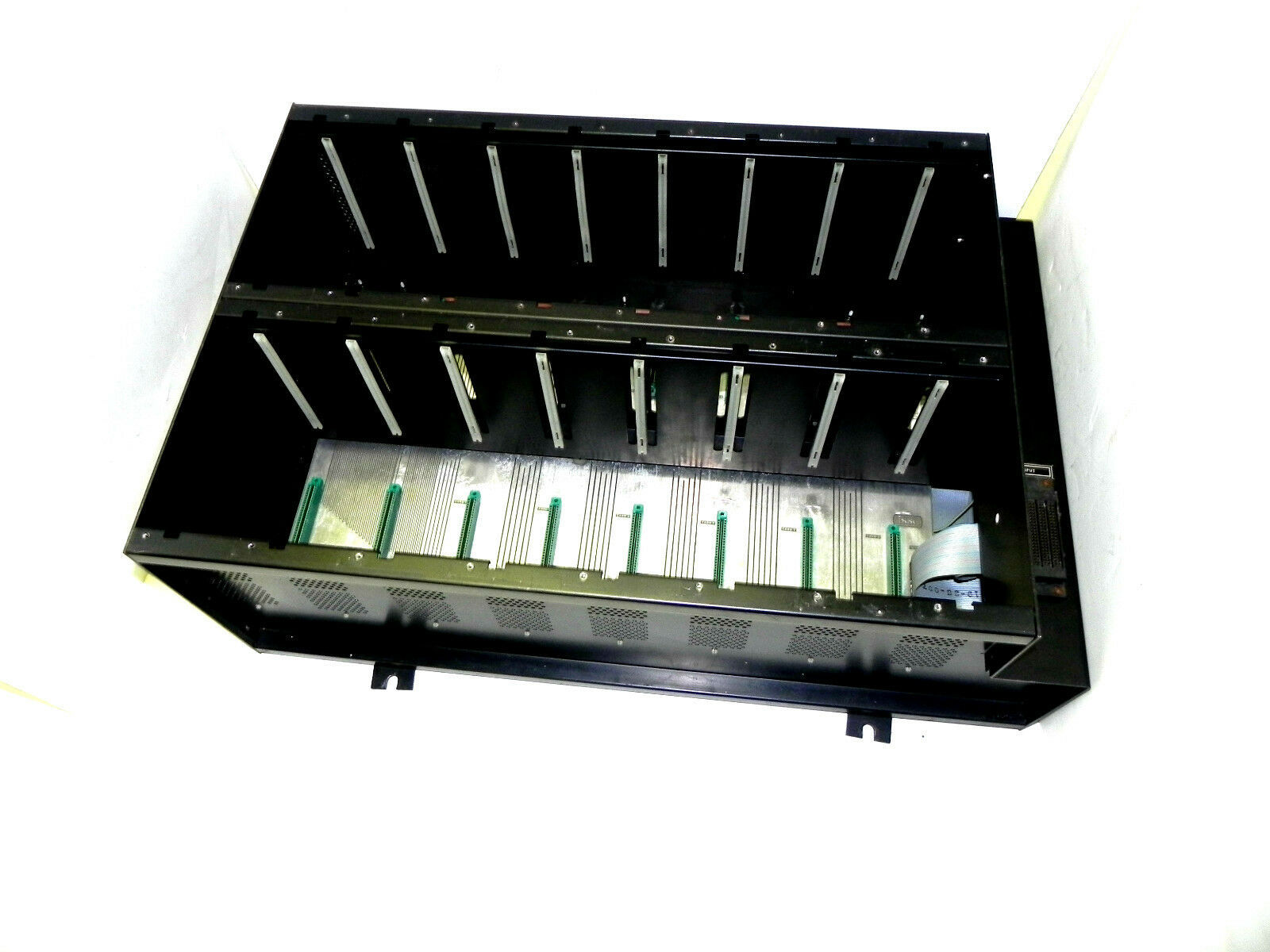 ISSC MODEL 321 MODULE SLOT RACK SER. 81951