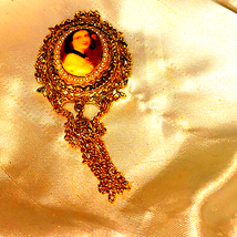 Beautiful~Gorgeous~Gold/Pearl Cameo Brooch/Pendant - $23.76