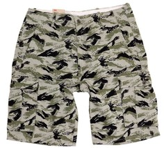 BRAND NEW LEVI'S MEN'S PREMIUM COTTON RELAXED FIT CARGO SHORTS CAMO 124630299 image 1