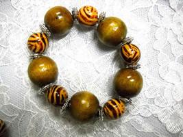 New Chunky Safari Zebra & Medium Brown Color Wood Beads Stretch Bracelet - $5.99
