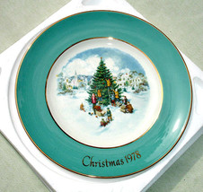 1978 Avon Christmas Plate in Original Box - Trimming the Tree - $12.00