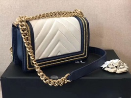 100% AUTHENTIC CHANEL 2019 WHITE NAVY CHEVRON CALFSKIN SMALL BOY FLAP BAG GHW image 8