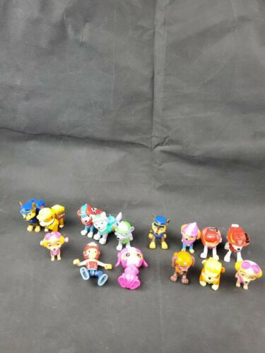 Primary image for Large PAW PATROL MINIATURE FIGURES LOT 15 Action PVC figures