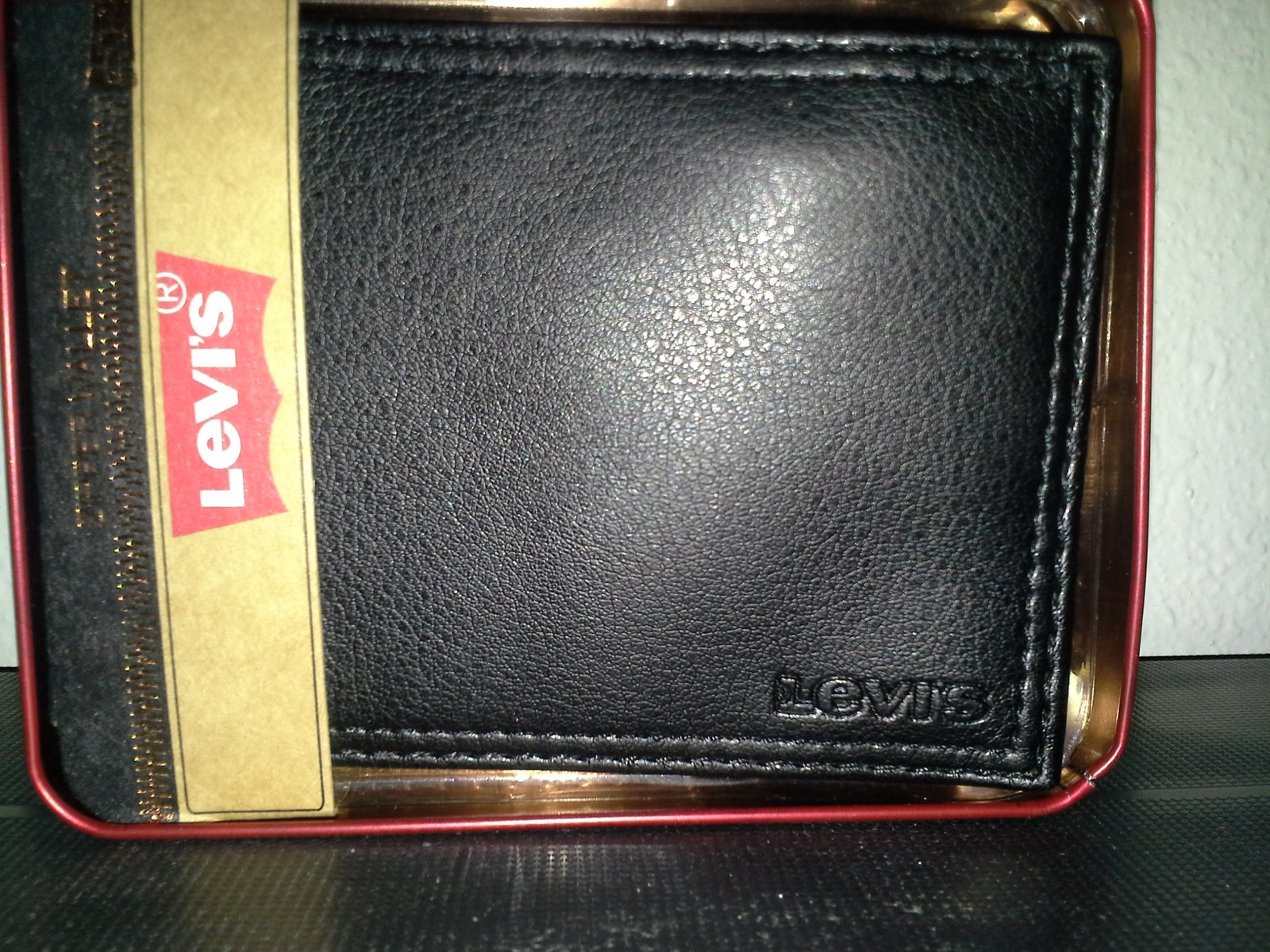 ,Levi's Men's Black Genuine Leather By-fold  brand new in the original box image 3