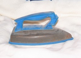 VINTAGE TOY IRON BY WOLVERINE CO. MADE IN USA BOONEVILLE ARKANSAS - $12.38