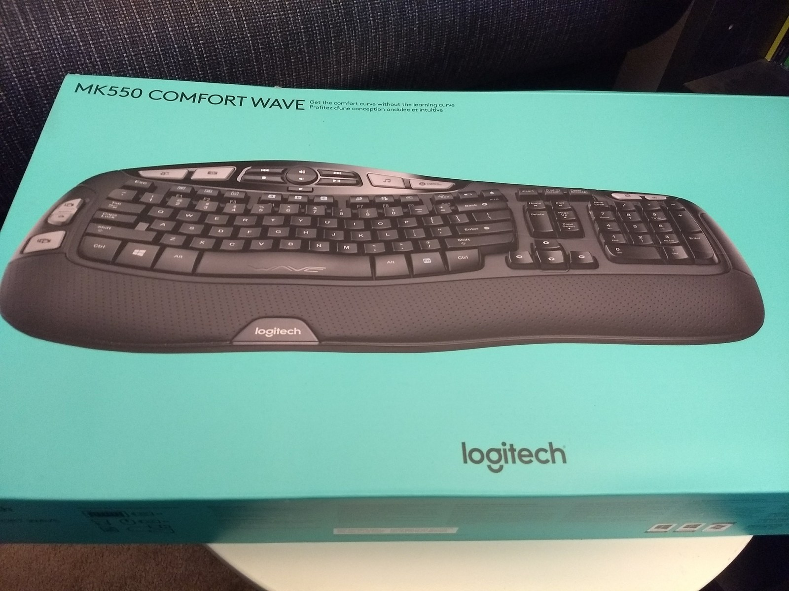 Logitech MK550 Comfort Wave Wireless Keyboard Combo