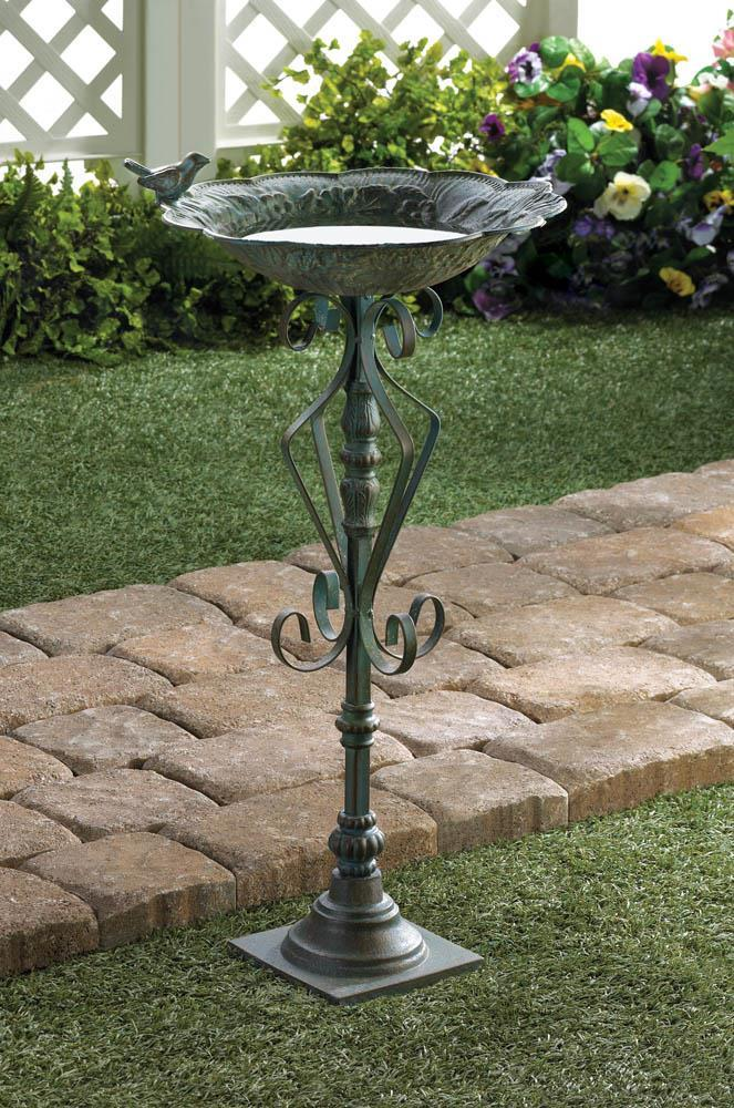 *18499B  Speckled Green Birdbath Lawn Yard Art