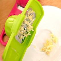 1PC Steel Blade Garlic Press Kitchen Grinding Mashing Tools Ginger Garli... - $2.00