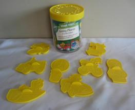Vintage 1990 Wilton Sesame Street Going Places 8 Plastique Cookie Cutters - $12.97 CAD