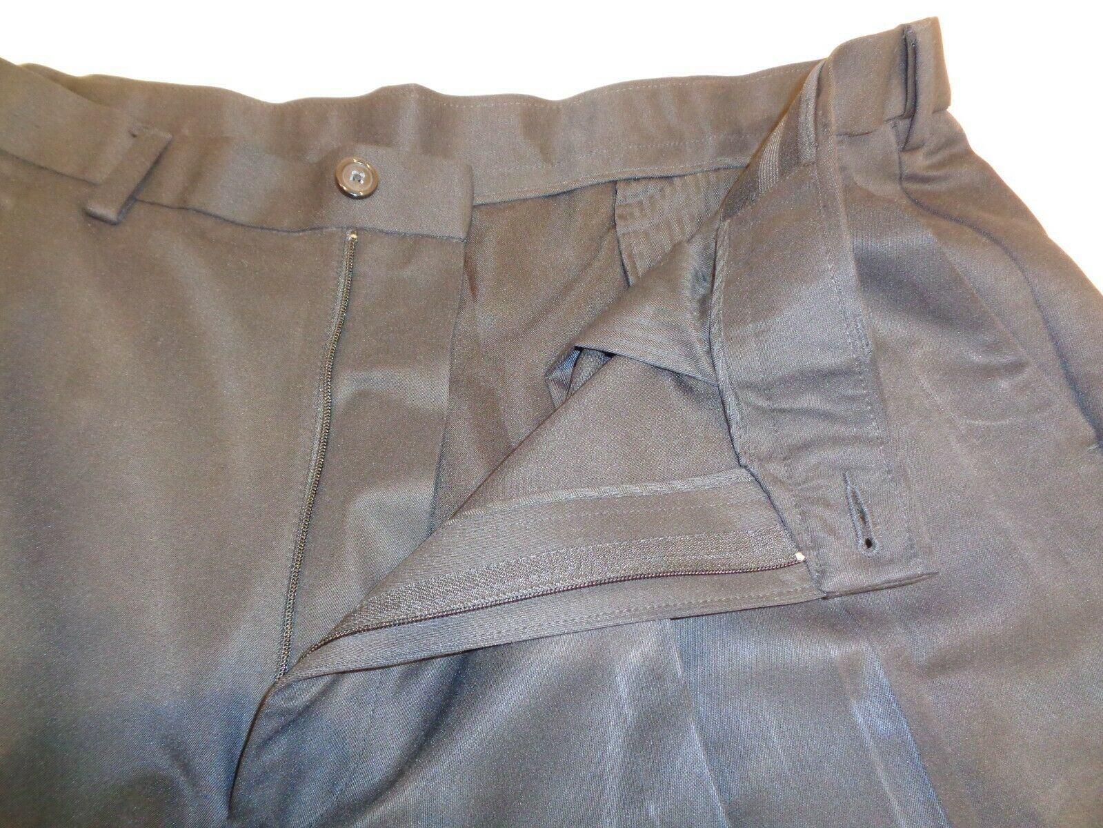 Roundtree & Yorke Size 44 Waist EXPANDER WAISTBAND Black Pleated New Mens Shorts