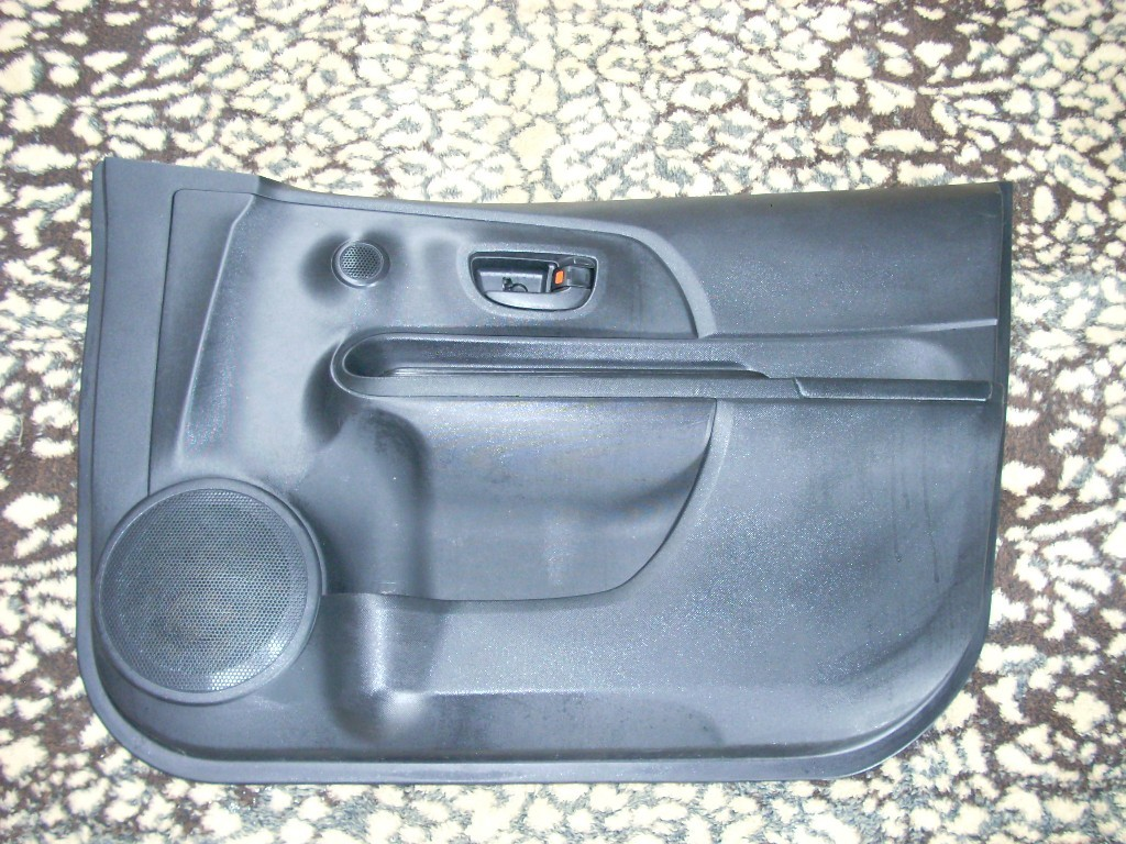 2015 TOYOTA PRIUS RIGHT FRONT TRIM PANEL
