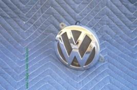 04-06 Volkswagen VW Phaeton Trunk Lid Emblem Badge Lock image 2