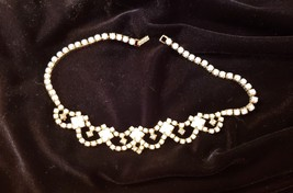 VINTAGE WHITE MILK GLASS CLEAR RHINESTONE GOLD TONE PRONG NECKLACE - $19.79