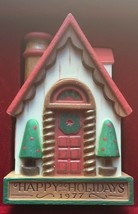 Hallmark Ornament 1977 Tree-Trimmer Collection Happy Holidays House - $9.20
