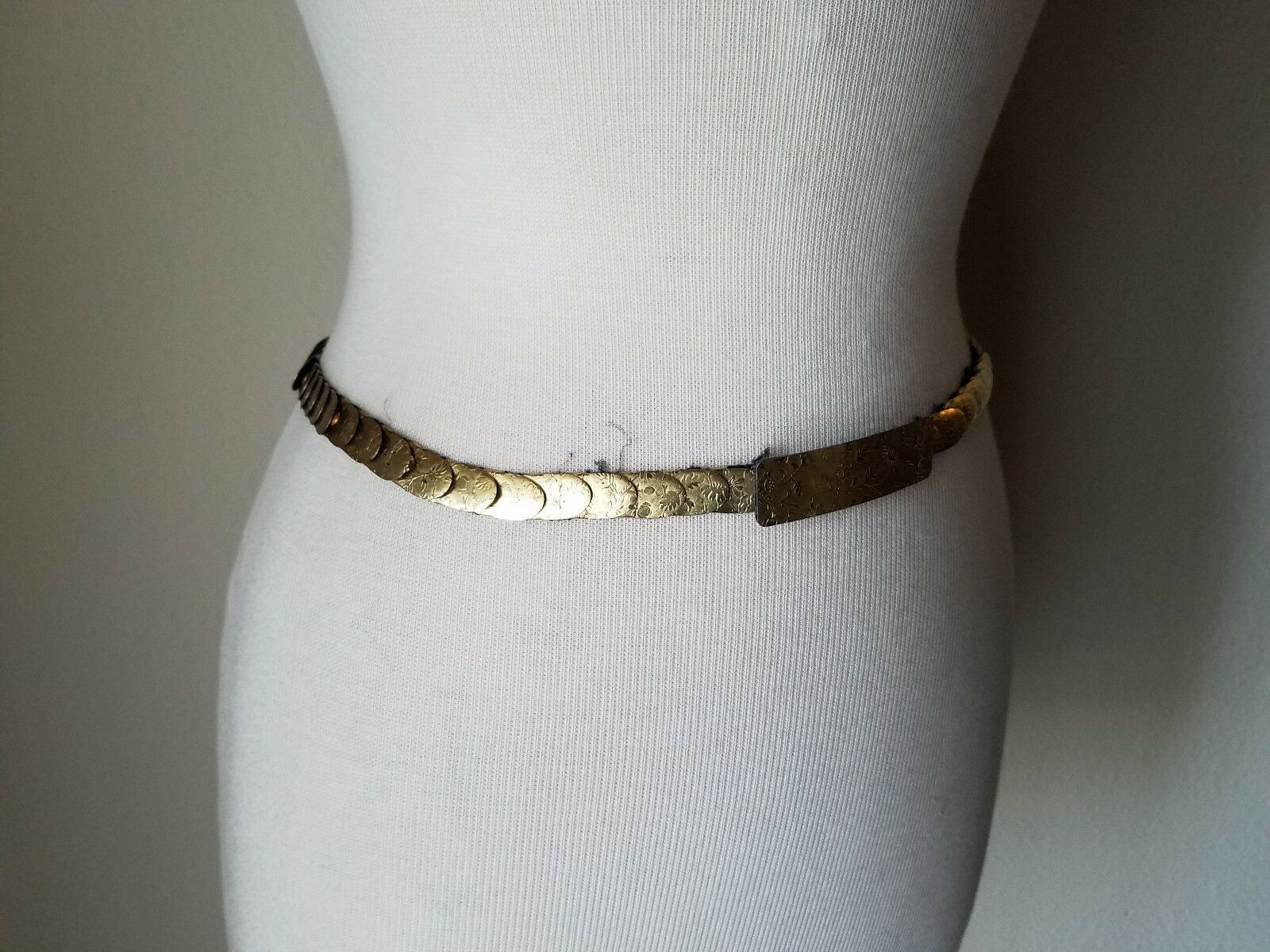 Vintage Fashion Accessories Set Gold Tone Black Scaled Skinny Belt & Earrings
