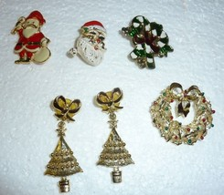 Vintage lot of 5 pieces Christmas jewelry pins and earrings - $14.50