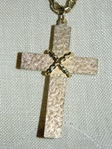 VTG SARAH Coventry Signed Textured Gold Tone Crucifix Necklace Choker - $29.70