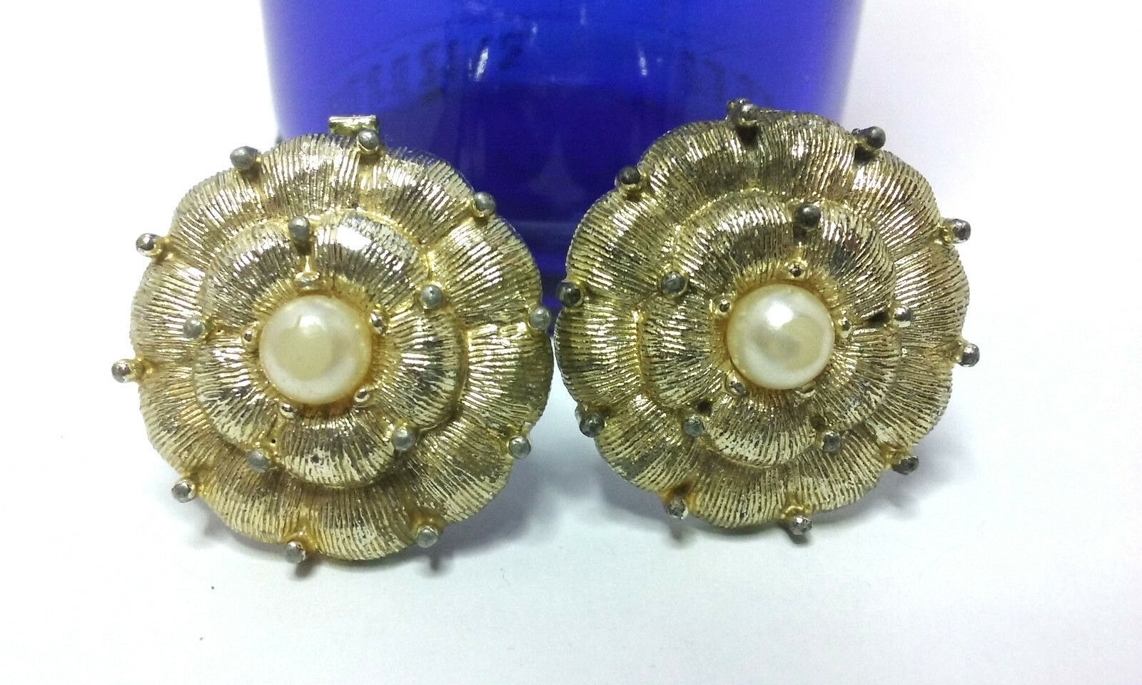 "Primary image for Vintage Jewelry: 1"" Gold Tone Flower  Clip On Earrings 01-01-2019"