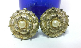 "Vintage Jewelry: 1"" Gold Tone Flower  Clip On Earrings 01-01-2019 - $8.99"
