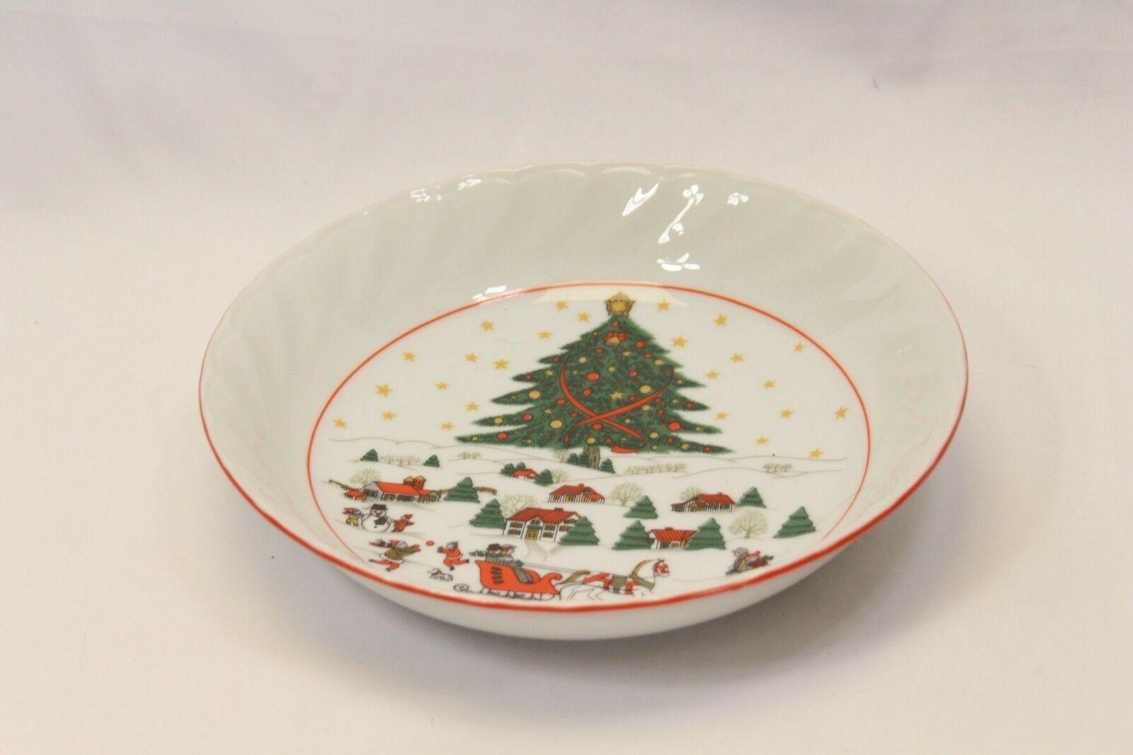 Kopin Xmas Pleasure Dinner Plates Scalloped Rim Lot of 16 image 7