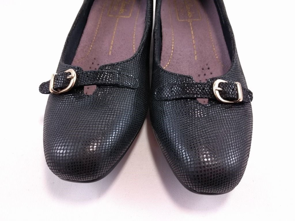 Clarks Artisan Black Shoes Snake Pattern Leather Slip-On Low Gold Buckles 6.5 B