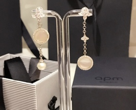 BNIB AUTHENTIC APM MONACO Asymmetric Eternelle Dropping Earrings With Pearl  image 7