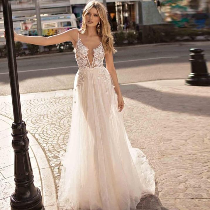 Oho wedding dresses appliqued with lace v neck beach wedding gowns spaghetti strap backless free